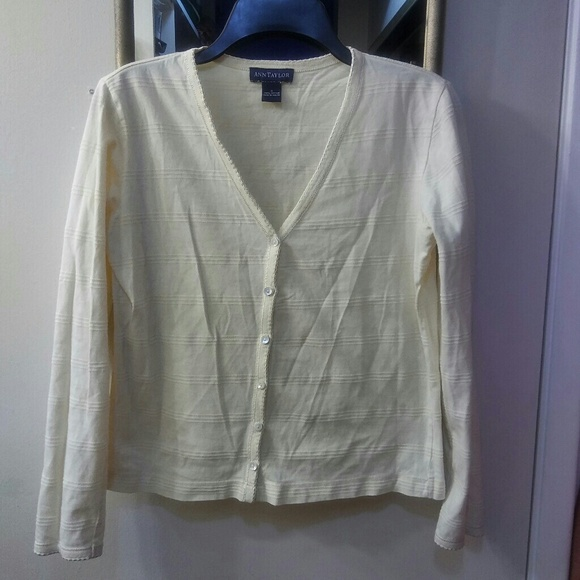 Ann Taylor Tops - Ann Taylor Button Front Top 💝🌹3 for $12🎀💄